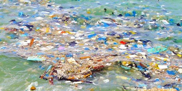 La nuova direttiva europea che mette al bando la plastica